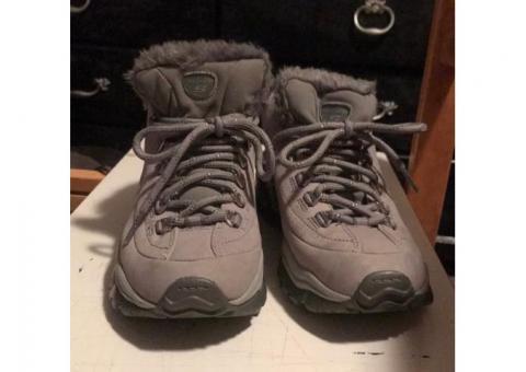 Women's size 6 Skechers gray boots