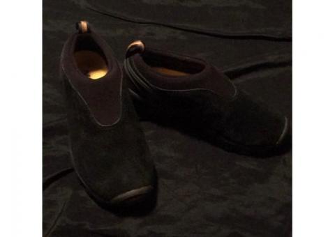Women's Merrell black shoes size 6